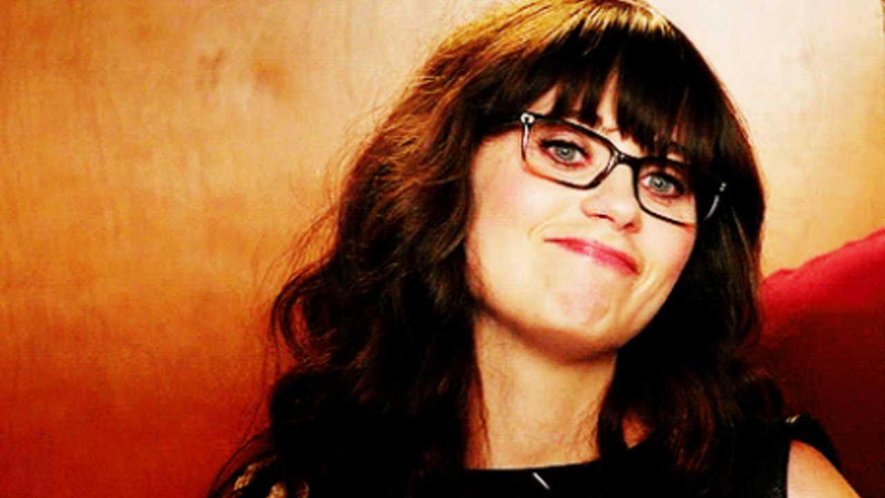 21 reasons everyone should date a nerdy girl | Hexjam