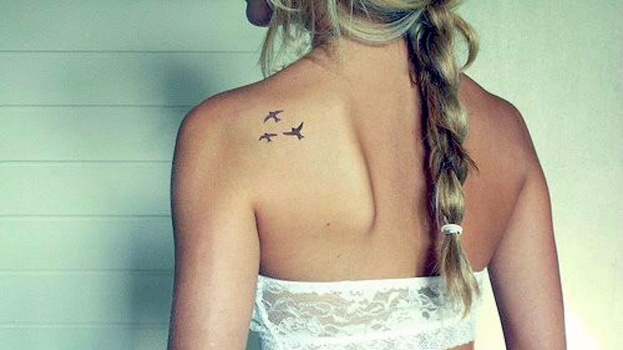 Что означает птички на плече тату