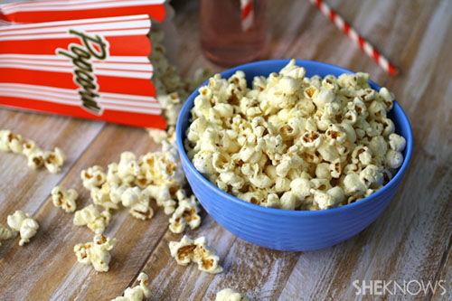 Pizza-flavoured popcorn